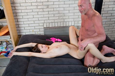 Young girl gets fucked by an old man porndig jpg 950x633